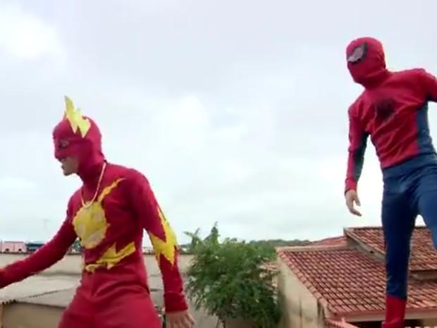 Identidades de 'super-heróis' são reveladas em Boa Esperança (MG). (Foto: Reprodução EPTV/Devanir Gino)