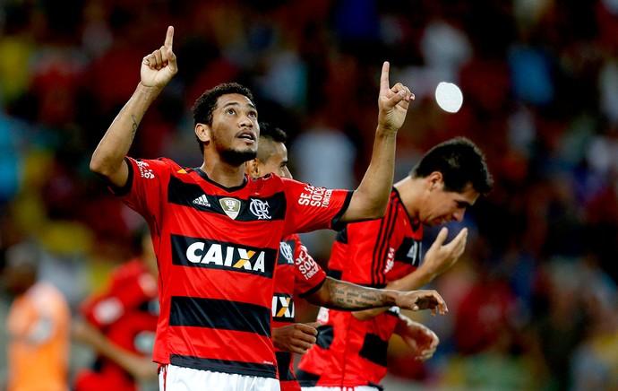 Hernane comemora gol do Flamengo contra o Nova Iguaçu (Foto: Alexandre Cassiano / Agência O Globo)