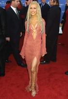 Relembre os looks mais bizarros do Grammy