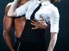 Madonna dá beijo 'caliente' no namorado durante show