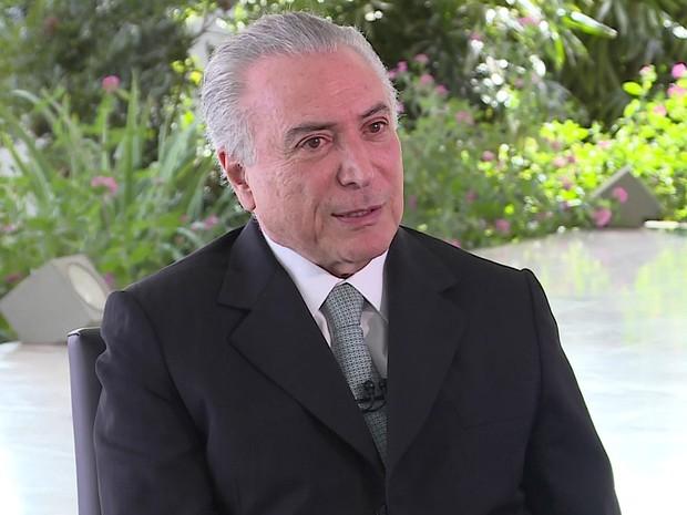 O presidente em exercício, Michel Temer, durante entrevista concedida a Roberto D'Avila, na GloboNews (Foto: Reprodução/GloboNews)