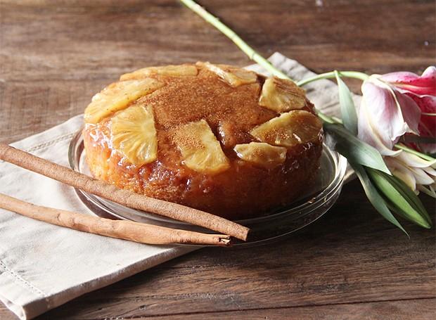 Bolo caramelado de abacaxi gelado  (Foto: Divulgação)
