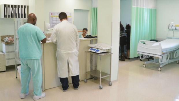 Leitos de pediatria (Bruno Corrá)