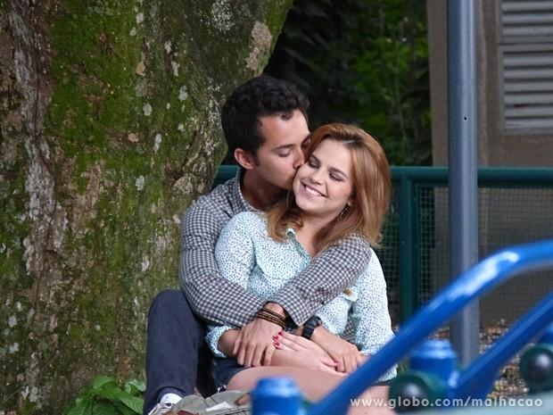 Ben e Anita aproveitam para namorar muito (Foto: Malhação / TV Globo)