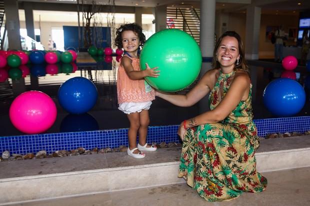 Mariana Belém com a filha Laura (Foto: Manuela Scarpa / Foto Rio News)