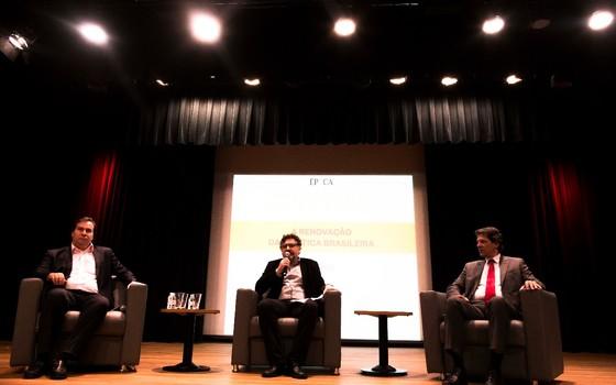 Rodrigo Maia e Fernando Haddad participam de debate no Insper sobre renovação política (Foto: João Castelano - Época)
