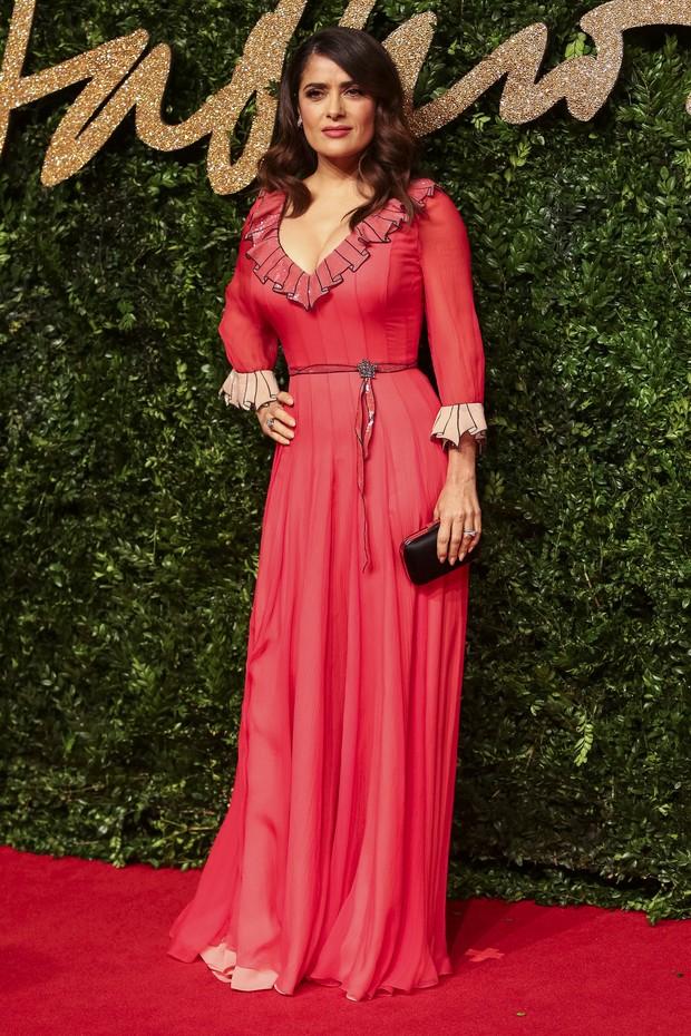 Salma Hayek no British Fashion Awards (Foto: AFP)