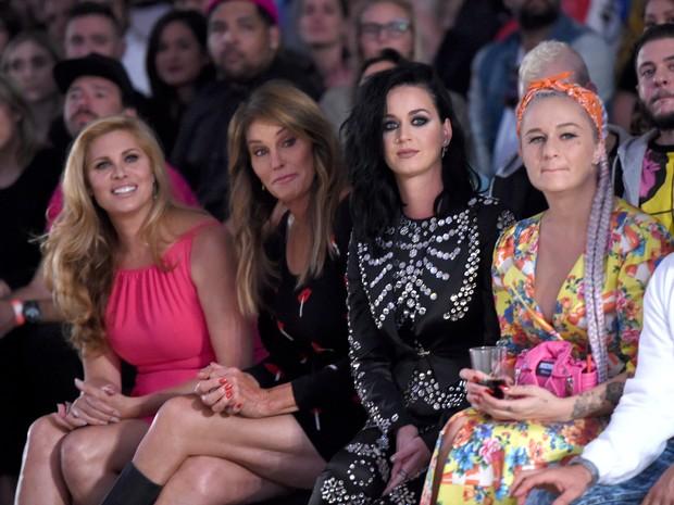Caitlyn Jenner e Katy Perry em desfile em Los Angeles, nos Estados Unidos (Foto: Kevin Winter/ Getty Images/ AFP)