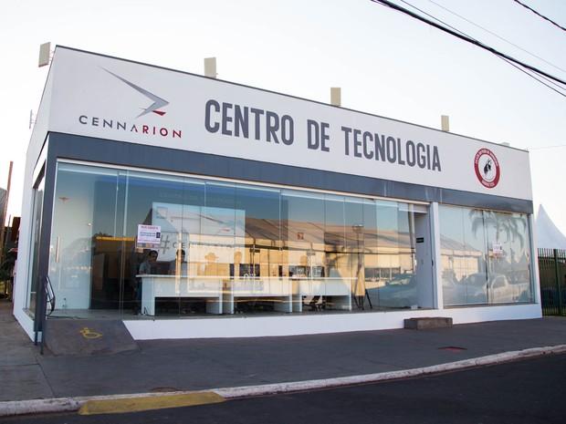 Central de tecnologia distribui internet para o Parque do Peão (Foto: Mateus Rigola/G1)