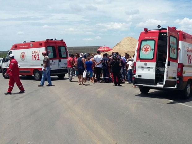 Acidente aconteceu na BR-101 na entrada de Upanema (Foto: Francisco Núbio Pereira)