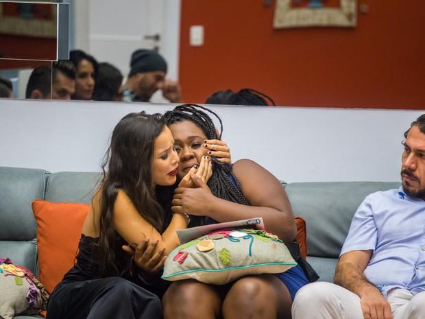 Emilly Araújo e Roberta Freitas no Big Brother Brasil 17 (Foto: Paulo Belote/ Globo)