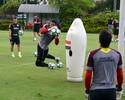 Recuperado de problema muscular, Renan Ribeiro volta a treinar no campo