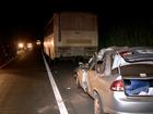 Uma pessoa morre após carro bater na traseira de ônibus na BR-343