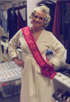 Vera Holtz posa como 'mona do mês' em clique postado por Grazi Massafera