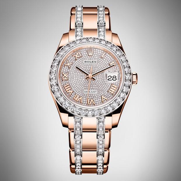 e4e1ca995e0 Rolex lança novos modelos femininos com destaque para relógio cravejado de  diamantes. Modelo cravejado de diamantes égrande destaque da relojoaria  para 2016