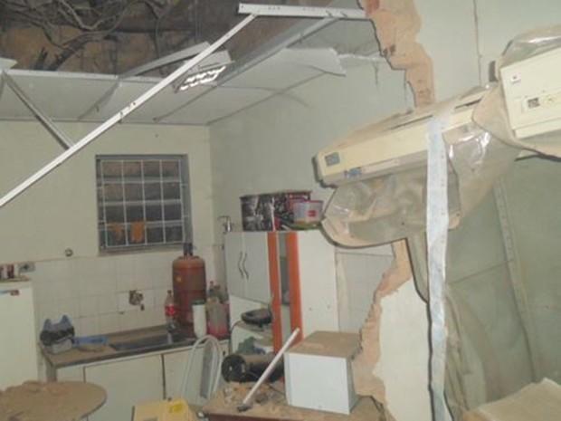 Bandidos explodem agência bancária em Timbiras, MA (Foto: Portal Oitimba)