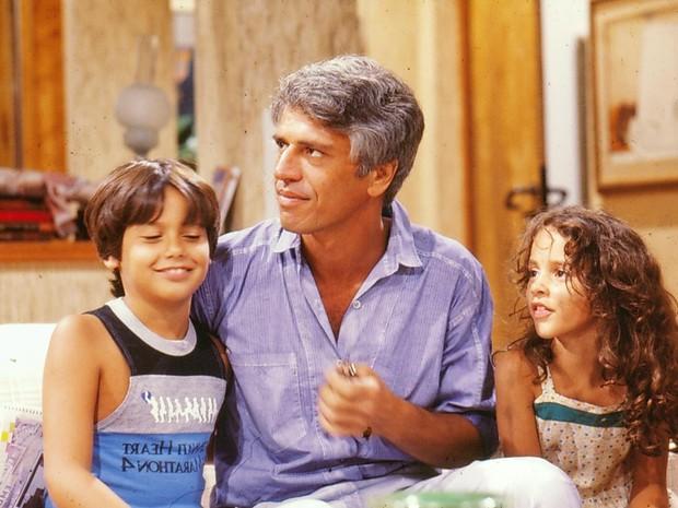 Cuca (Danton Mello), Fábio (Nuno Leal Maia) e Adriana (Kátia Moura) em A Gata Comeu