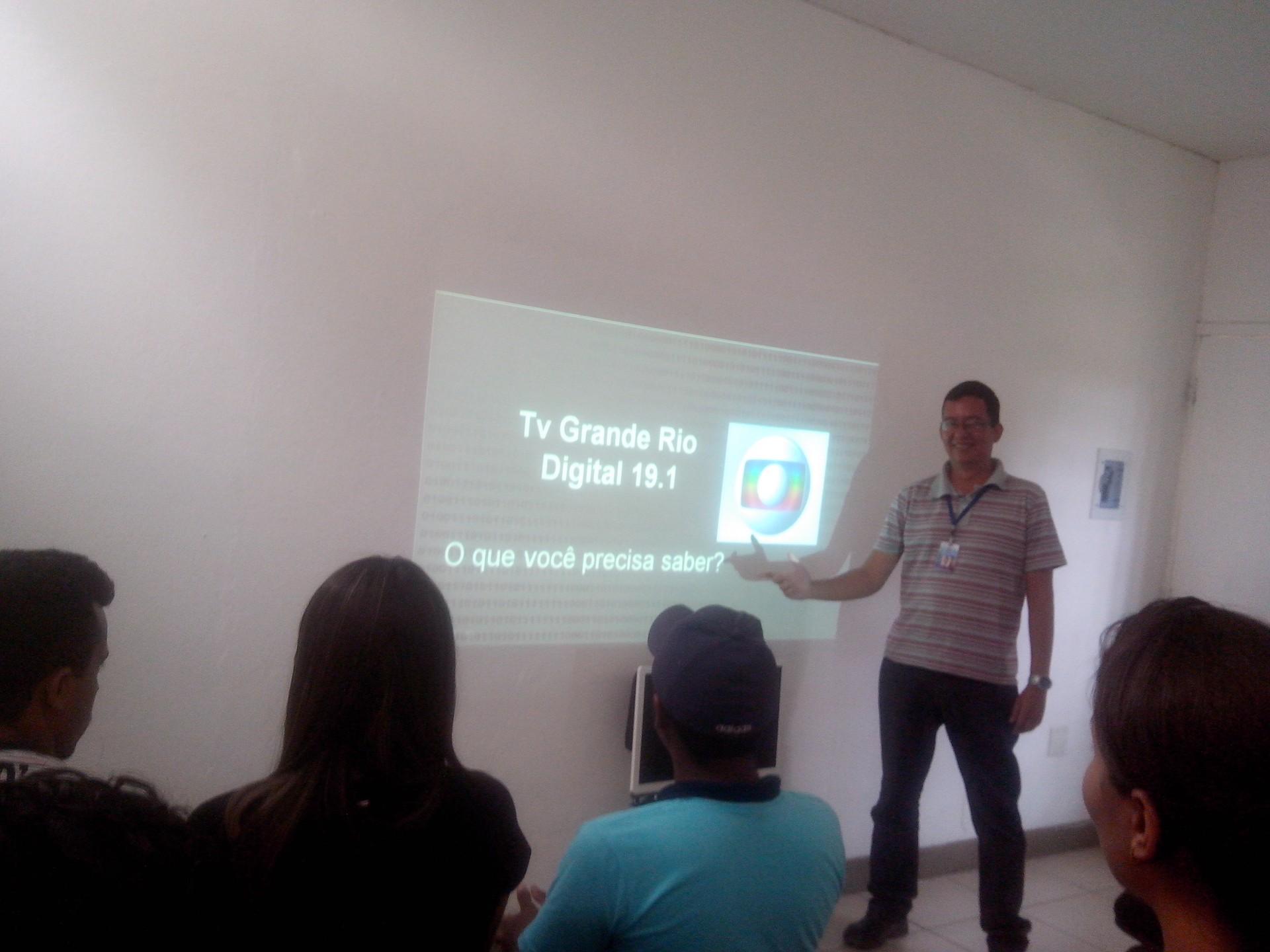 O engenheiro da TV Grande io, Alessandro Freire, ministrou a palestra.  (Foto: Gabriela Canário)