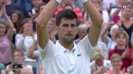 Djokovic vence jogo adiado e enfrenta Berdych por semifinal em Wimbledon