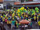 Manifestantes fazem protesto em MT a favor do impeachment de Dilma
