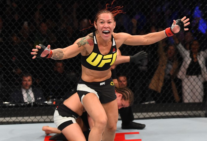 Cris Cyborg x Leslie Smith UFC 198 (Foto: Getty Images)