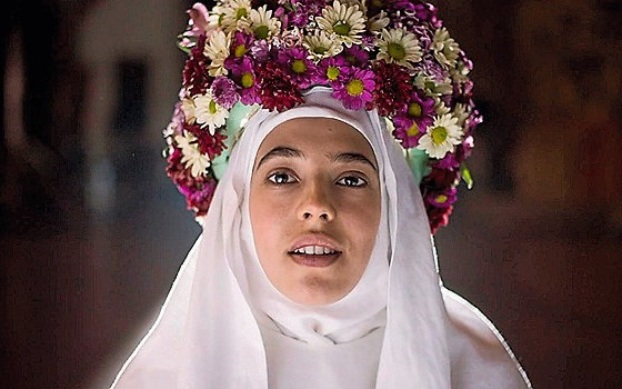 CORTESÃ A atriz mexicana Arantza Ruiz na série Juana Inés.A freira poeta é apresentada como uma feminista que vive um amor proibido com outra mulher (Foto:  Divulgação)