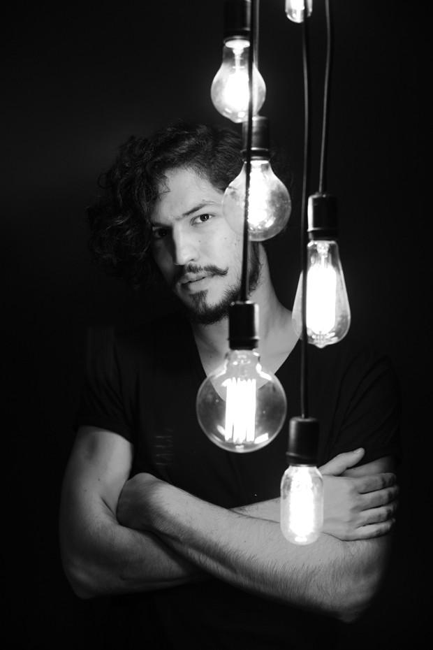Gabriel Leone (Foto: Zô Guimarães/ Ed. Globo)