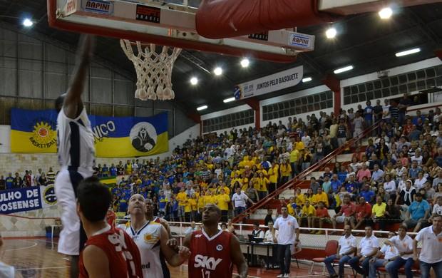 Alex Oliveira São José Basquete x Pinheiros (Foto: Filipe Rodrigues)