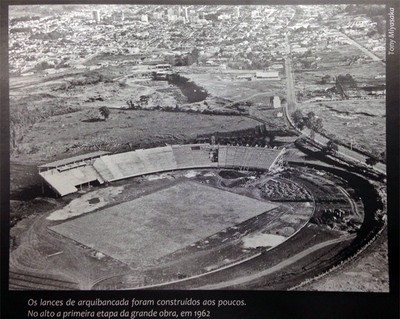 Construção do estádio Palma Travassos no ano de 1962 (Foto: Tony Miyasaka/ Arquivo Pessoal)