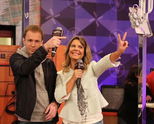 Leifert prestigiando o 3PRÉTVB, programa da Fê na Internet (Foto: Isabella Pinheiro/ Gshow)