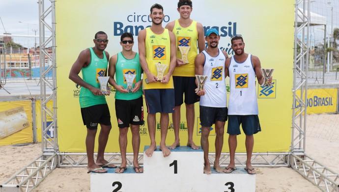 Pódio Circuito Nacional vôlei de praia Fortaleza (Foto: Matheus Vidal/CBV)