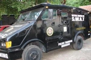 Carro blindado cedido pela Polícia Federal para a Guarda Civil Municipal (Foto: Suzana Amyuni/G1)