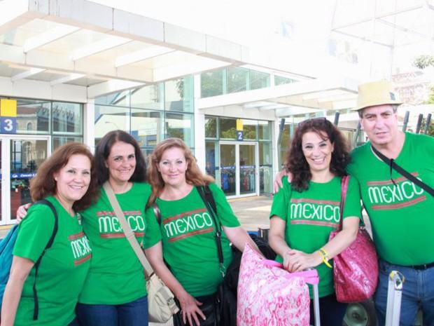 Turistas mexicanos visitaram cidade onde a seleção está hospedada (Foto: Ronaldo Andrade / Prefeitura de Santos)
