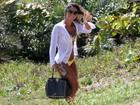 Mayra Cardi usa look de mais de R$ 10 mil para ir à praia no Rio