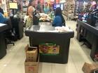 Rede de mercado em AL incentiva troca de sacolas por caixas de papelão