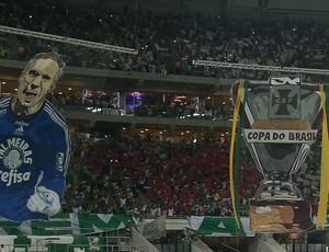 Mosaico 3D mostra Fernando Prass e a taça da Copa do Brasil (Foto: Cesar Greco/Ag Palmeiras/Divulgação)
