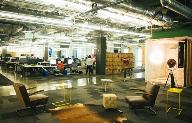 Empresas fornecem espaços amplos para funcionários circularem e interagirem (Foto: Divulgação)