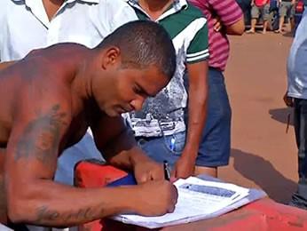 Garimpeiros de Pontes e Lacerda recolhem assinaturas (Foto: Reprodução/TVCA)