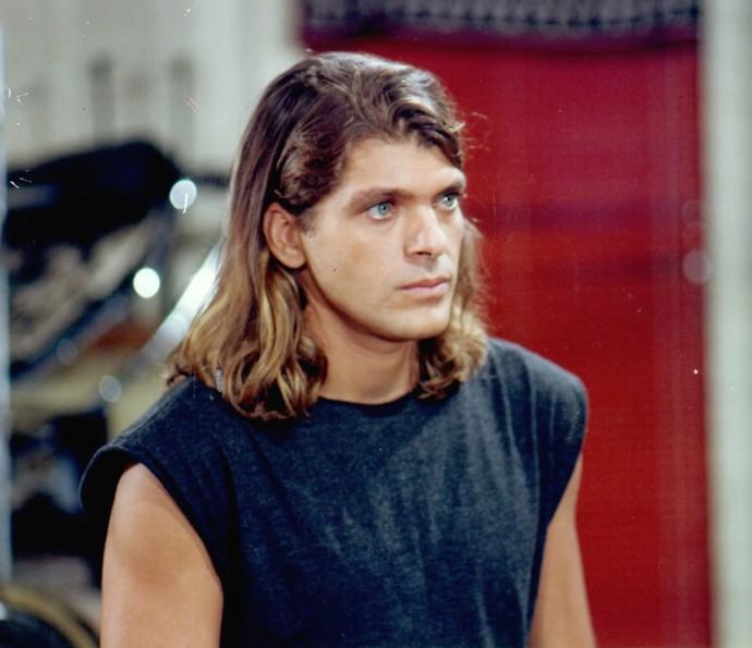 Em 1995, Roberto Bataglin deu vida ao personagem Cláudio em 'A Próxima Vítima' (Foto: CEDOC / TV Globo)