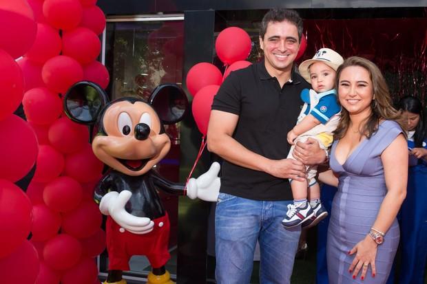 Karina Sato no aniversário do filho (Foto: Manuela Scarpa e Marcos Ribas/ Photo Rio News)