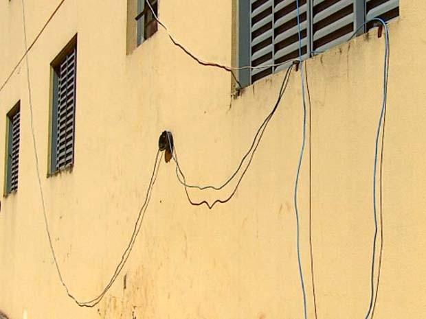 Prédio em São Carlos tem vizinhos compartilhando internet (Foto: Reprodução/EPTV)