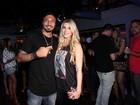 Ex-BBB Aline vai à festa de aniversário de Fernando Medeiros