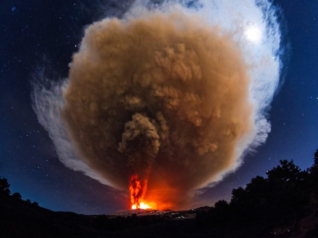 O vulcão Etna entrou em erupção - e foi uma das mais poderosas em décadas