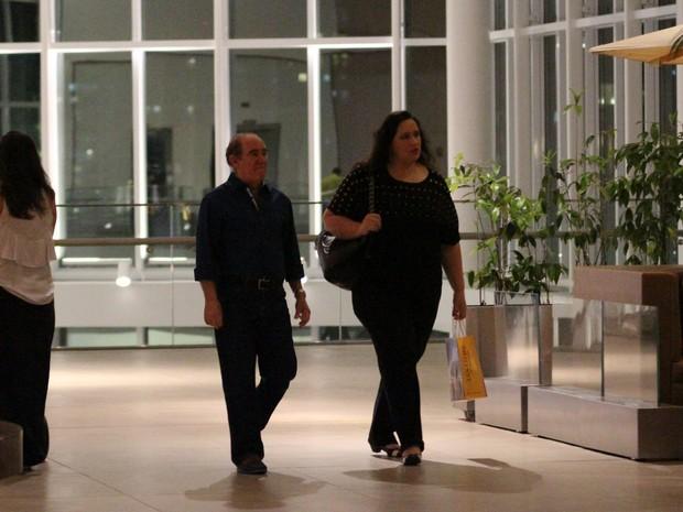 Renato Aragão e a mulher, Lilian Aragão, em shopping na Zona Oeste do Rio (Foto: Fábio Moreno/ Ag. News)