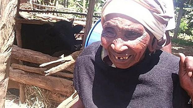Mirriam Waithara fez exames em casa graças ao kit Peek (Foto: Andrew Bastawrous)