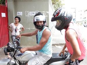 Petrônio Borges foi levar o documento do irmão que foi fazer o Enem na Bahia (Foto: Ida Sandes/ G1)