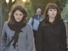 Ex-assistentes de Nigella Lawson chegam a tribunal para julgamento