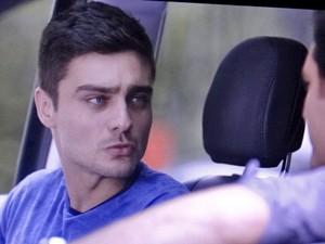Gustavo fica surpreso com Marcos (Foto: TV Globo)