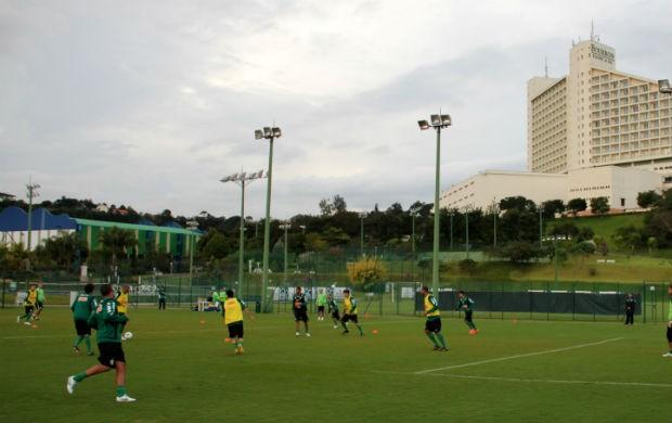 Coritiba treina em Atibaia (Foto: Marco Aurelio Garcia / RPCTV)