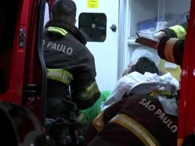 Vítima foi socorrida e levada a hospital de Jundiaí (Foto: Reprodução/TV TEM)